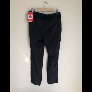 NWT North Face In the Go Mid rise pant